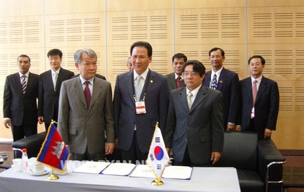 캄보디아 의회와 협력의정서 체결